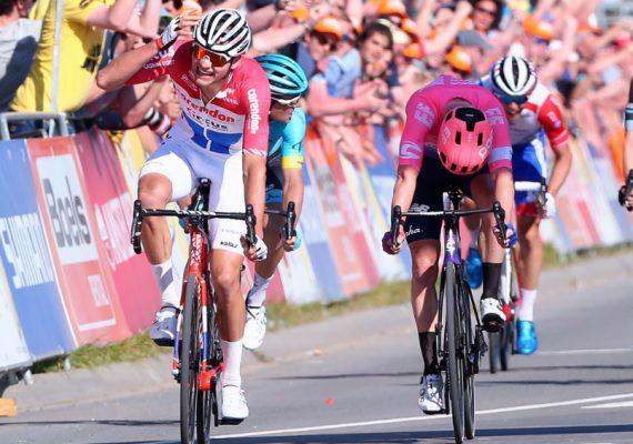 Amstel Gold Race: Mathieu Van Der Poel zaskočil favoritov a v špurte malej skupiny predviedol najrýchlejšie nohy, Peter Sagan o triumf nezápolil