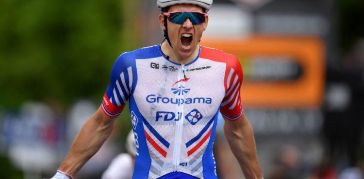 Okolo Slovenska 3. etapa: V Hlohovci ukázal silu Arnaud Démare a cieľ preťal ako prvý