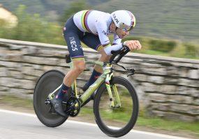 Giro di Italia 14. etapa: Individuálnu časovku si podmanil Filippo Ganna