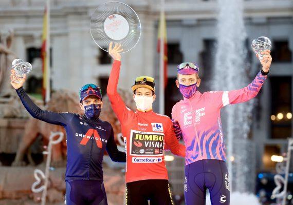 Cyklistickú sezónu uzavrela La Vuelta, červený dres obhájil Primož Roglič