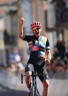 Giro di Italia 18. etapa: Najdlhšiu etapu ovládol domáci Alberto Bettiol, Peter Sagan udržal cyklamenový dres