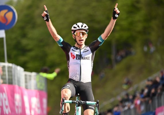 Giro di Italia 19. etapa: Spomedzi favoritov bol najrýchlejší Simon Yates