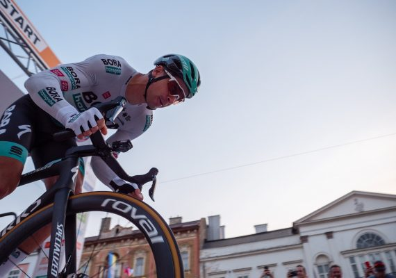 Okolo Slovenska 1. etapa: Peter Sagan finišoval v úvodnom prológu v top 10, zvíťazil Kaden Groves